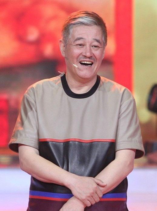 [明星爆料]政协委员抵京报到 赵本山参会资料被领走