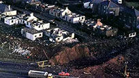 民航航班凌空爆炸砸落小镇 致270人遇难