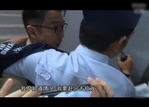 """[明星爆料]赴吴奇隆巴厘岛婚礼 """"皇阿玛""""刘松仁遭扣脖押离机场"""