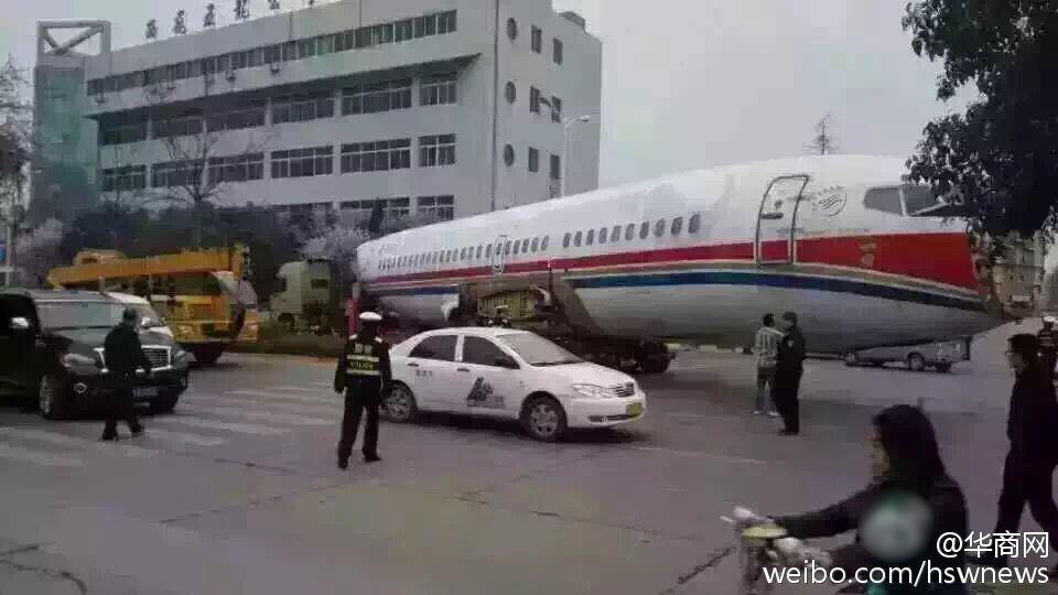 网曝西安街头堵飞机