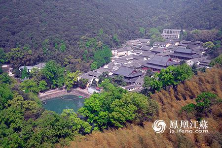 随后大家登上千佛塔,将天童寺美貌尽收眼底.