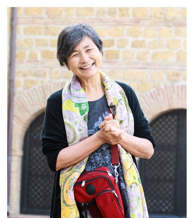 [明星爆料]70岁郑佩佩古稀之年演舞台剧 写回忆录送给自己