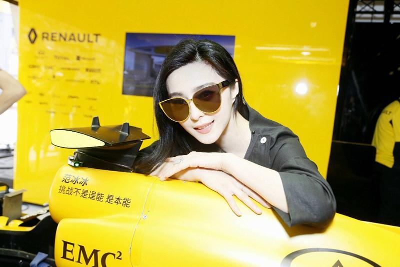 范冰冰助阵F1大奖赛 成首个把名字印车上的女星