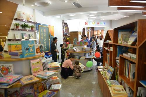 西北首家儿童主题图书馆在西安经开区开馆