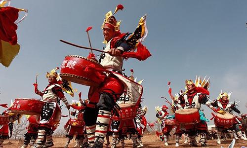 洛川蹩鼓最大的特点是在蹦跳中完成各种舞蹈动作.