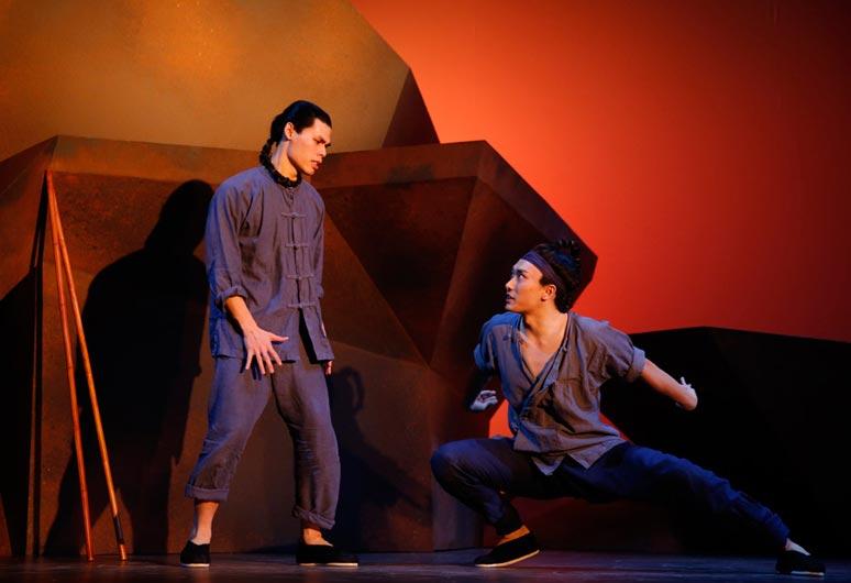 黄哲伦叩问人性话剧《铁轨之舞》