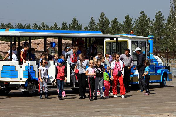 百名俄罗斯青少年抵内蒙古 开启草原之旅