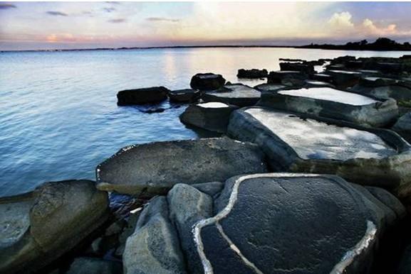 """相传1200多年前,一群曾操""""煮海为盐""""的盐工,从福建南下来到洋浦半岛"""