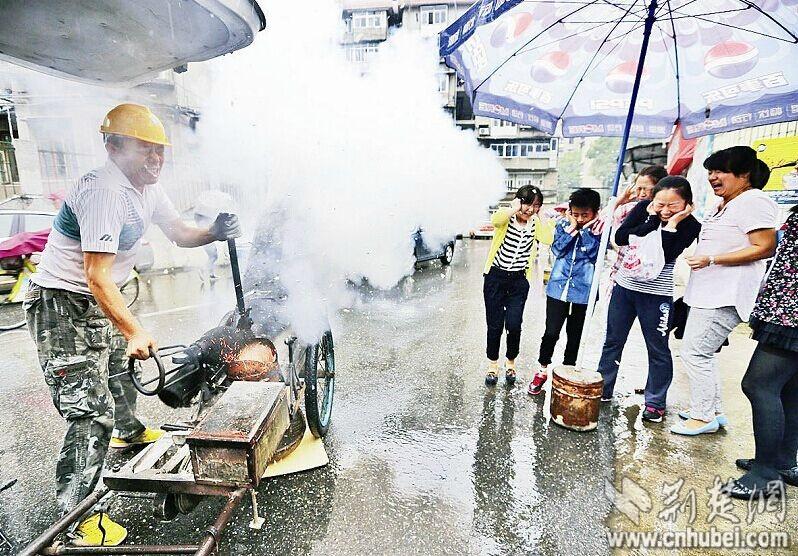 武昌时代街传递童年美味炸米泡绞糖寻找首义季网盘a时代第一美食家图片