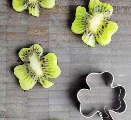 这款水果造型很好完成,买来道具简易操作就能达到效果.