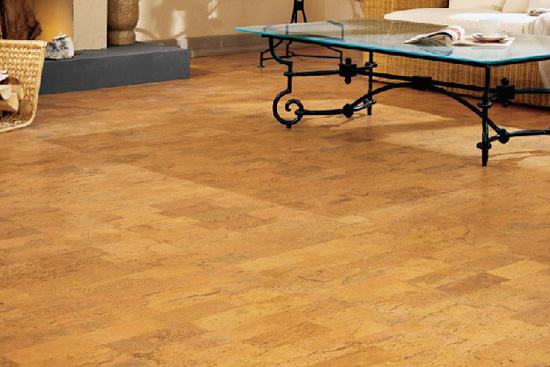 脚底温暖好感受 舒适软木地板推荐