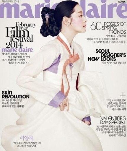 李英爱最近在时尚杂志《marie claire》2月刊中成为韩服封面人物.
