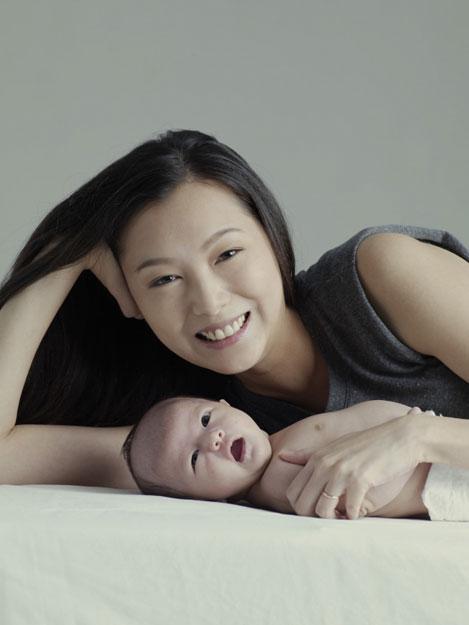 12名香港女星拍2013年慈善月历