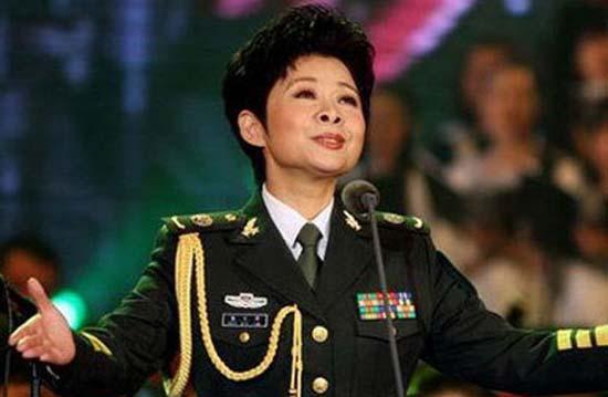 八小妹揭秘民歌天后:董文华在家变身小女人(图)