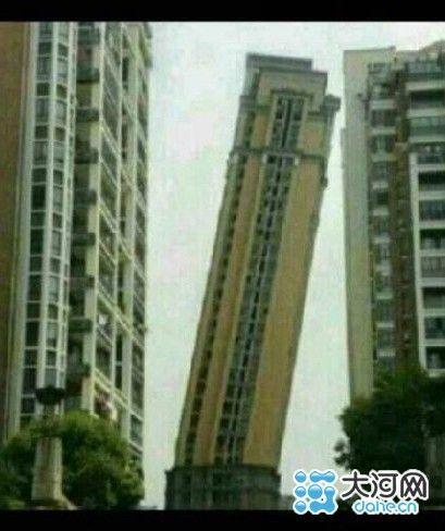 该图片系今年三月份福州居民楼倾斜照片,经ps而成.