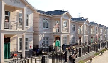 农村一千万富商当村官 全村村民都住进了别墅楼