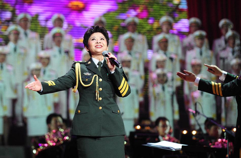 13年8月参加总政歌舞团60周年演出演唱 流浪