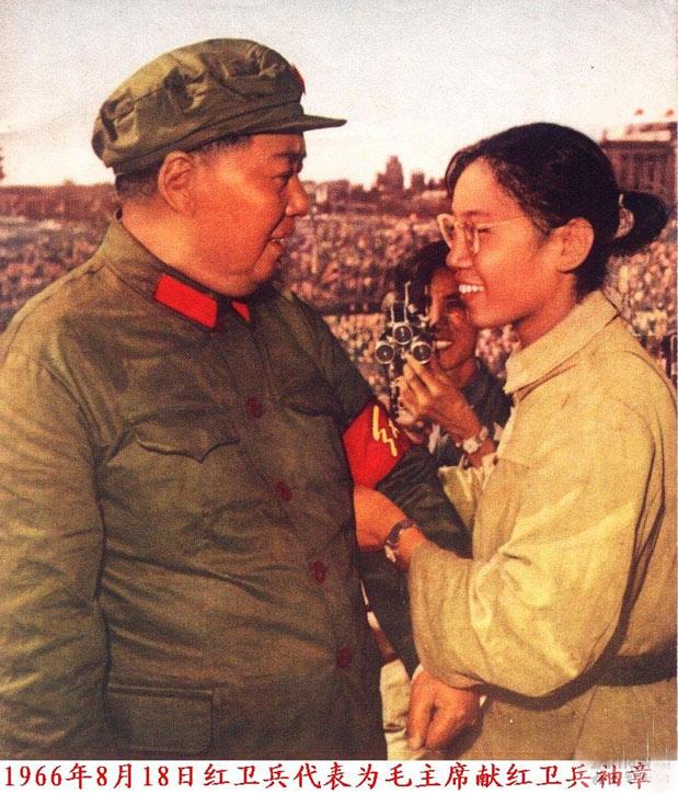 毛泽东接见红卫兵。