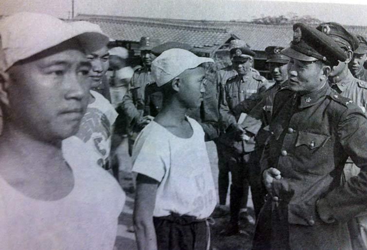 庐江官员门照艳-人铜像在安徽省庐江县揭幕图片