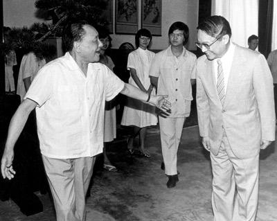 人民网:解密邓小平为何不当国家主席