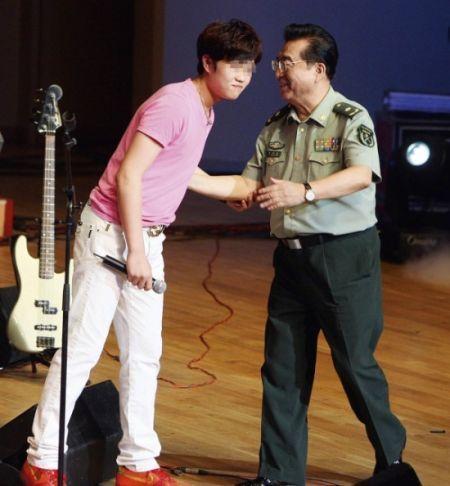 [独家]监友:李某是狱警开心果 有伙食费可吃到火腿肠