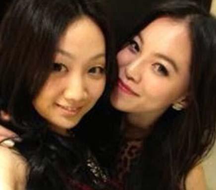 网曝王力宏李云迪女友合照 两女亲密相拥