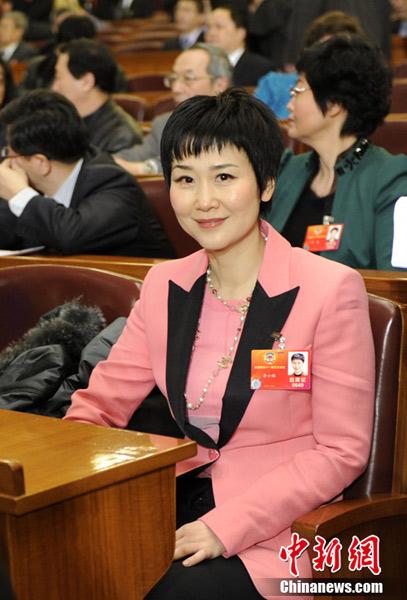 3月3日下午3时,全国政协十一届五次会议在北京人民大会堂隆重开幕,中国电力国际有限公司董事长李小琳参加会议。中新社记者 廖攀 摄