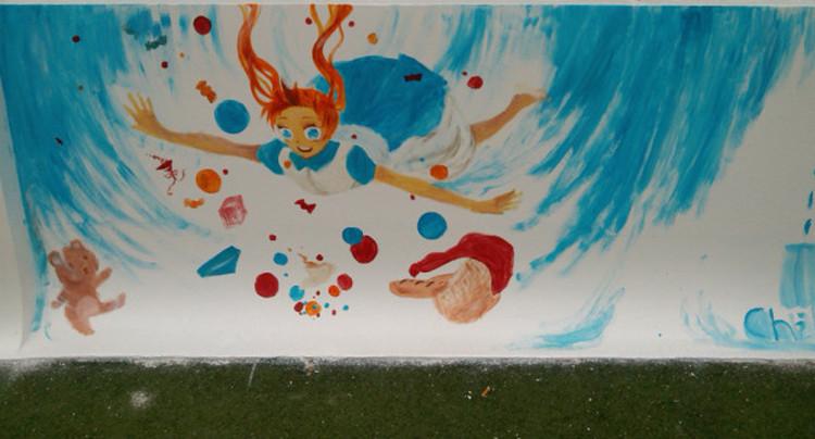 刷白墙壁任学生涂鸦图片