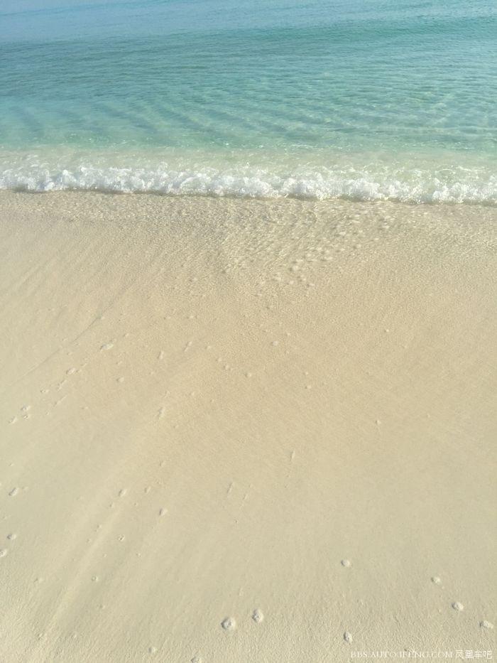 海浪像玻璃一样透明
