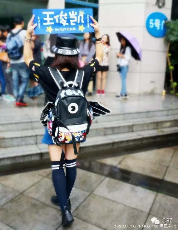 的潮人,曝光率最高的当然还有这款带翅膀的背包!图片