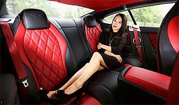 妩媚人妻短裙感受百万豪车的诱惑与激情