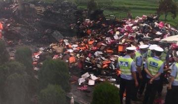 湖南高速货车与载53人大巴相撞爆炸 或有重大伤亡