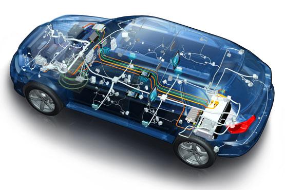 目前最为有名的增程式混合动力汽车当属通用雪佛兰旗下的沃蓝达(Volt),这款车就是采用了串联式的混动系统。不过这款车在中国的大街上应该还是属于珍稀动物,相比之下,那些采用了并联式混动系统,既可以用电机驱动、也可以用内燃机驱动的并联式插电混动车,比如比亚迪的秦、上汽的荣威550之类的则可以算得上烂大街了。 那么问题来了,在增程式混合动力汽车貌似在中国还没怎么流行,我凭什么说说增程式混动适合中国呢? 第一,技术难度更低(相比并联式的混合动力,比如采用双模驱动的秦)。 增程式混动汽车,虽然装了两个动力,即电机