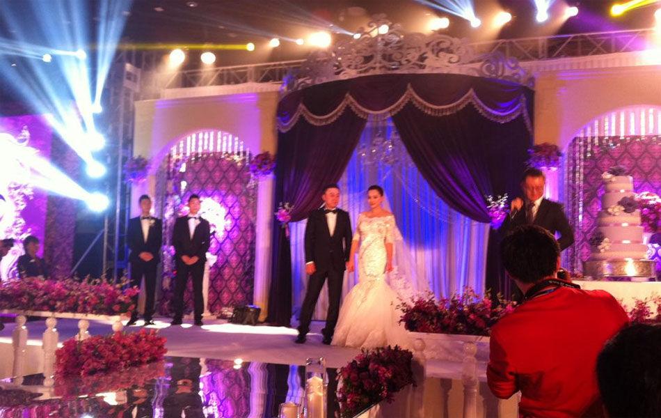 2013年12月8日,北京,奥运冠军马琳迎娶第二任妻子,婚礼现场图曝光。