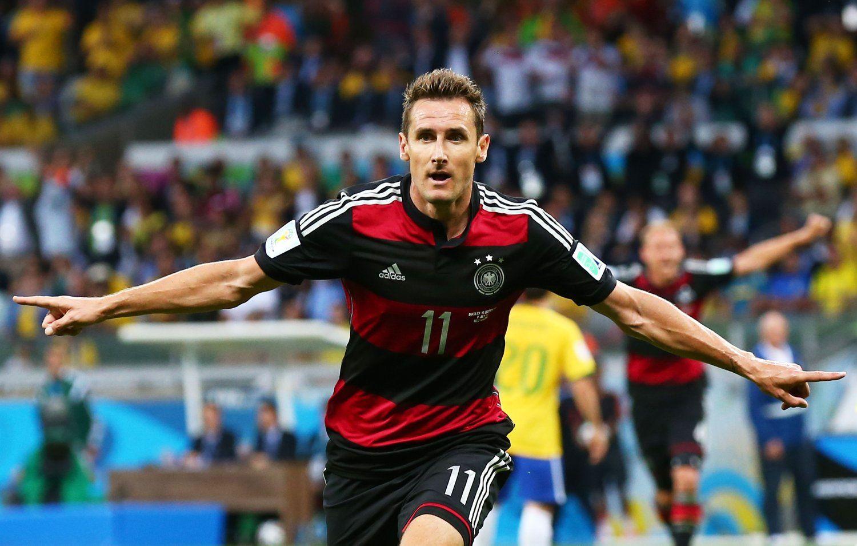 2014年7月9日,巴西米内罗竞技场,2014巴西世界杯半决赛,巴西vs德国。克洛泽打入第16球,超越大罗成射手王。
