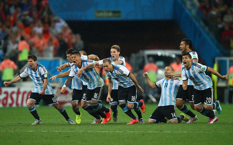 北京时间2014年7月10日,巴西圣保罗科林蒂安体育场,2014巴西世界杯半决赛,阿根廷4-2荷兰。最终120分钟内双方互交白卷,在点球大战中,弗拉尔、斯内德先后罚丢。最终阿根廷点球大战4-2战胜对手,时隔24年后晋级决赛。