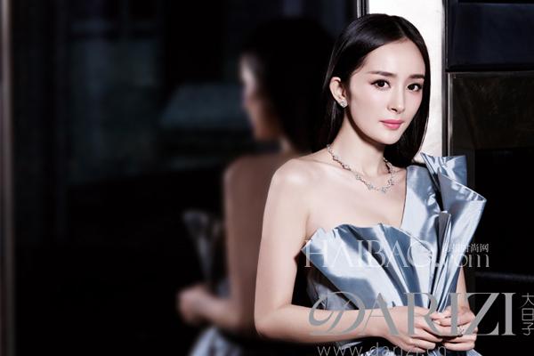 杨幂提前分享婚纱照 披上嫁衣结束爱情长跑