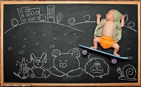 有爱的宝宝粉笔画作品