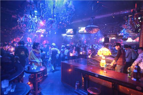 夜色下的华丽转身――济南菲比88酒吧