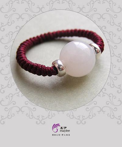和田玉转运珠戒指的佩戴讲究和含义: q:转运珠戒指应该戴哪个手?