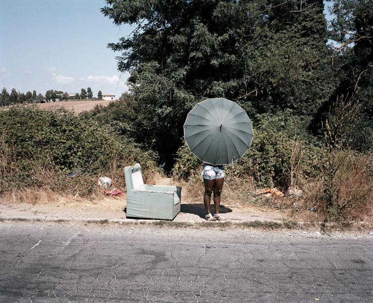 实拍: 意大利路边出卖肉体的非洲女性 图片