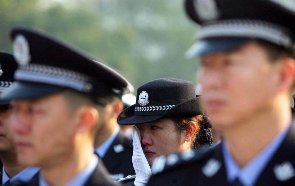 【引用】云南数万人送别缉毒牺牲警察柯占军 - 942(就是爱) - 942(就是爱)的博客