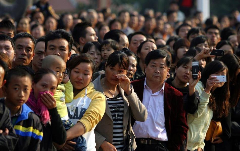 云南数万人送别缉毒牺牲警察柯占军(组图)