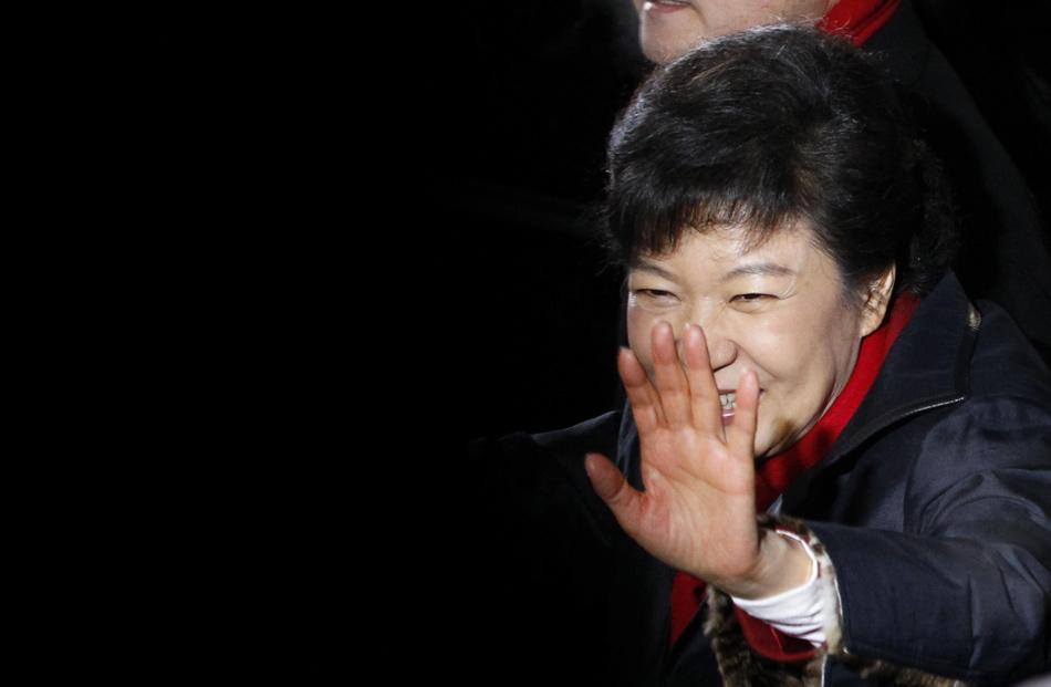 当地时间2012年12月19日,2012韩国大选投票结束,朴槿恵在党总部庆祝赢得胜利,成为韩国首位女总统。