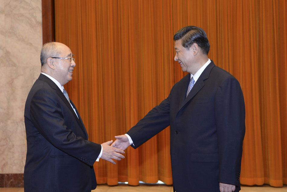 中共中央总书记习近平6月13日下午在北京人民大会堂会见了中国国民党荣誉主席吴伯雄一行。