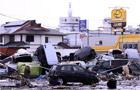 【室外】汽车行驶中遭遇地震需减速停车
