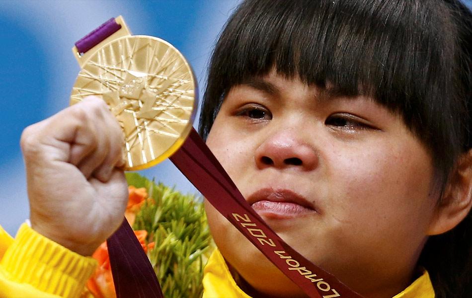 新华网伦敦7月29日奥运专电 哈萨克斯坦的举重奥运冠军祖尔菲娅有一个中国名字:赵常宁。或者可以说,出生于湖南永州的赵常宁,2008年后有了一个哈萨克斯坦名字:祖尔菲娅。这个美丽的外国名字,陪伴她登上了伦敦奥运会领奖台的最高处。