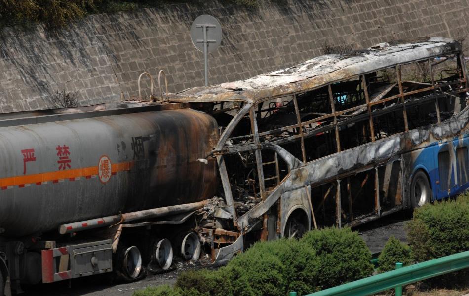 新华网西安8月26日电(记者 陶明 石志勇)记者26日10时从事故现场了解到,陕西省延安市境内凌晨发生的特大交通事故确认共有36人死亡。记者了解到,发生事故的客车核载39人,实载39人。事故发生后有3人逃生。