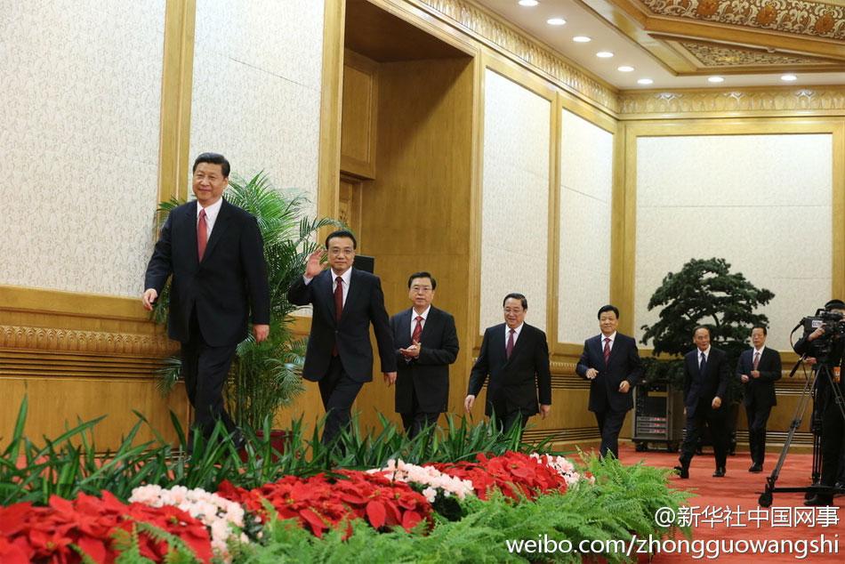 11月15日,新一届中央政治局常委同中外记者见面。