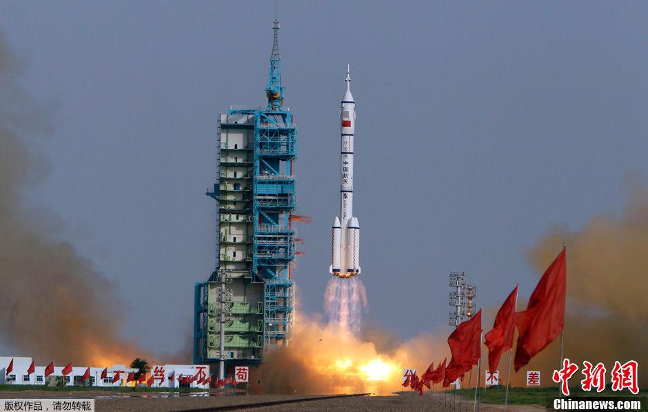 神十升空 - 人在上海  - 中華日报Chinadaily